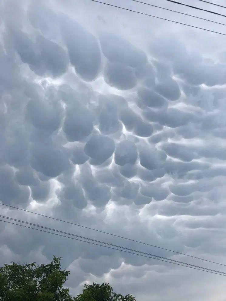 У селі Надлиманське зняли епічні сірі хмари
