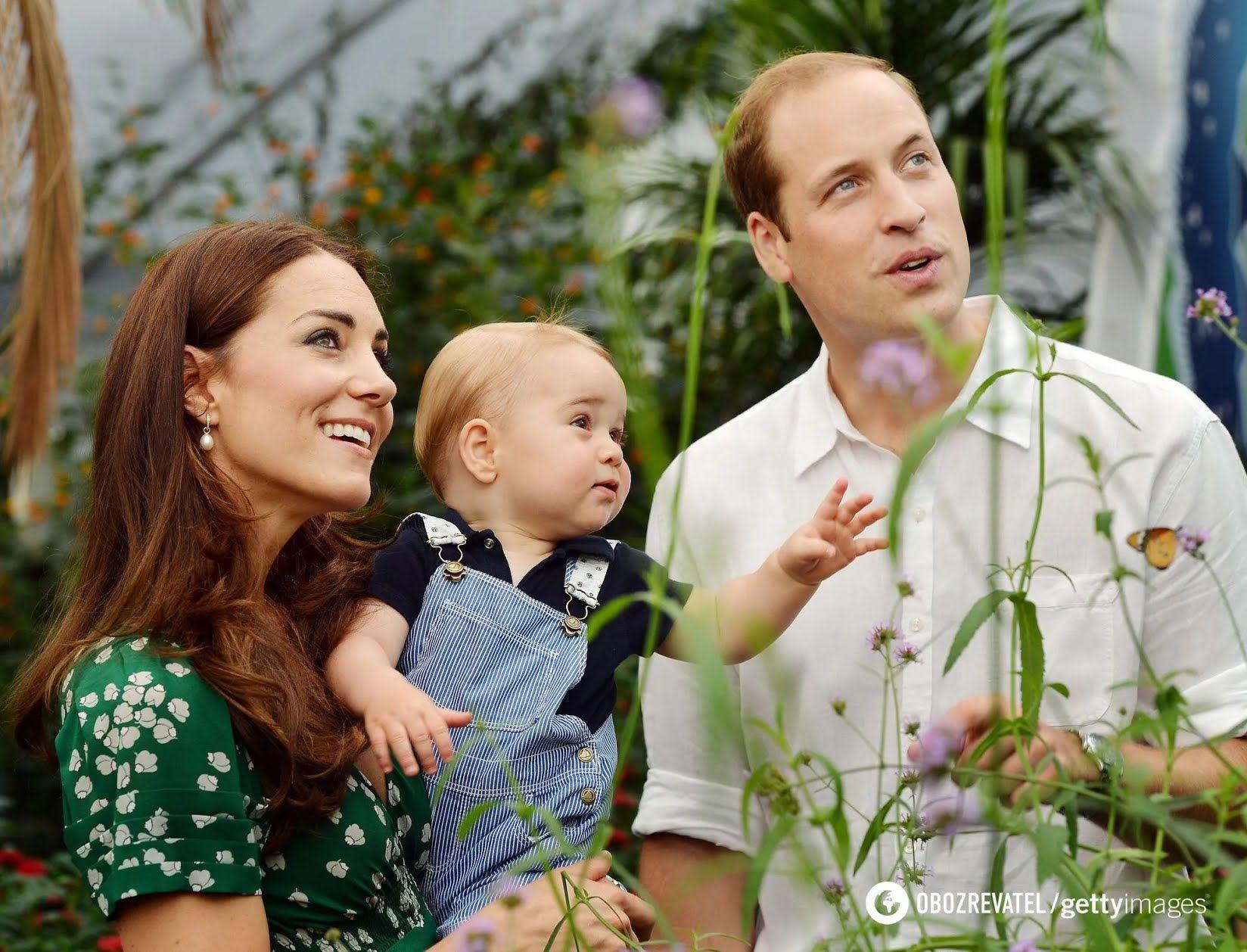 Принц Джордж з батьками.