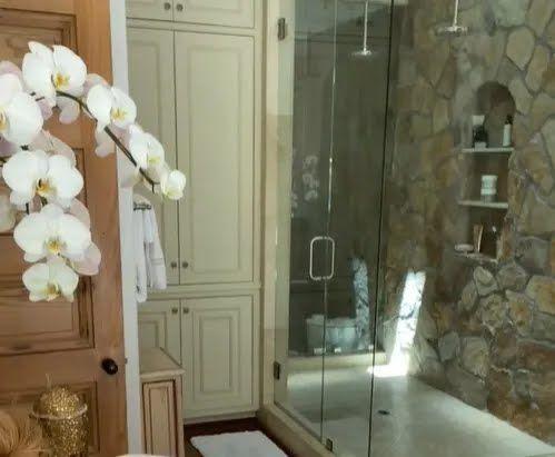 Дженніфер Лопес показала ванну.