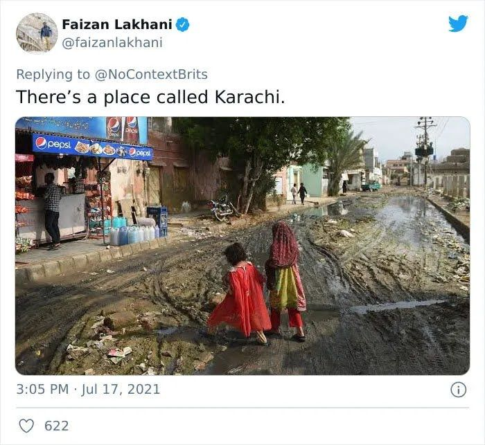 Дорога в городке Карачи в Пакистане.