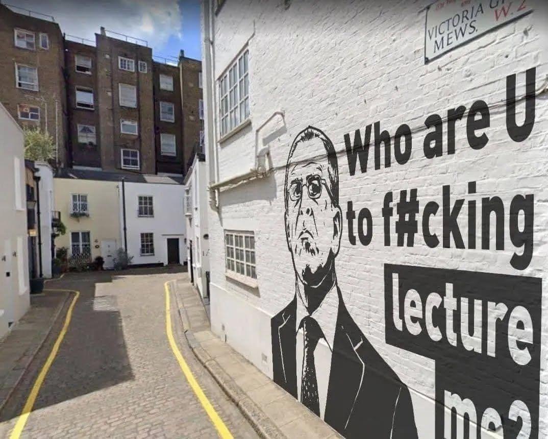 Нібито графіті Лаврова на стіні навпроти російського посольства в Лондоні.