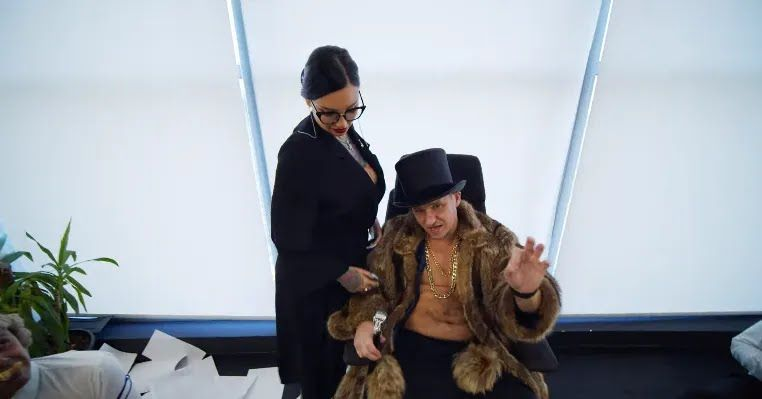 Алиев и секретарша