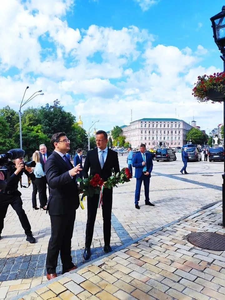 Розпочався візит глави МЗС Угорщини в Україну