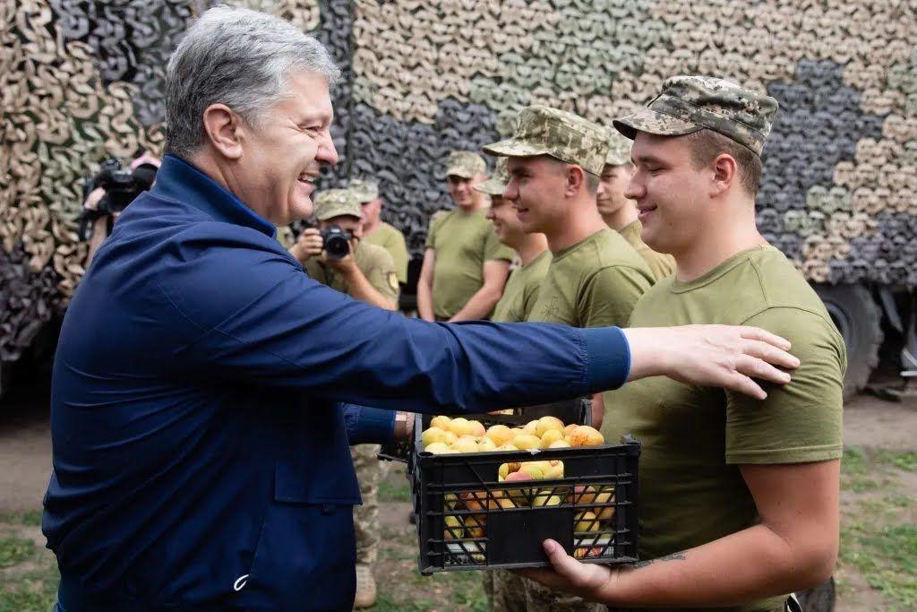 Воїнам привезли стиглі українські абрикоси