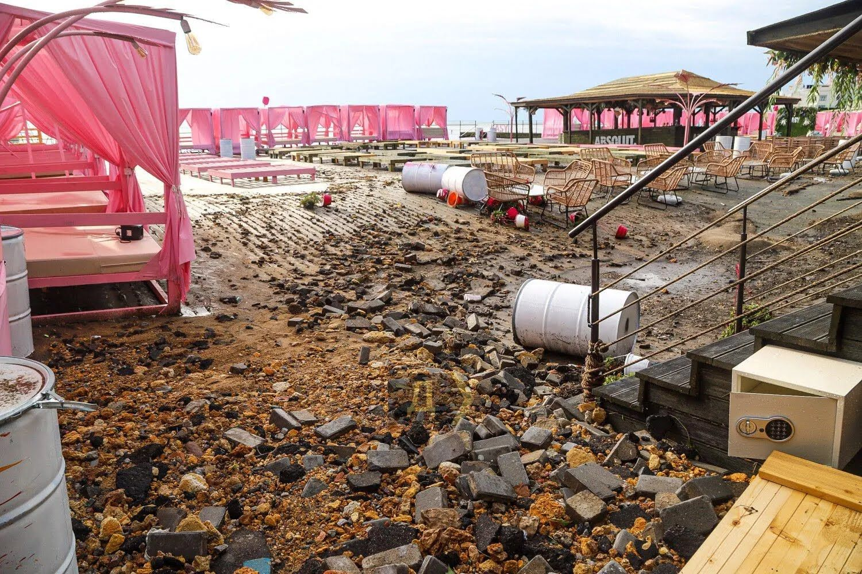 Інфраструктура пляжних комплексів пошкоджена
