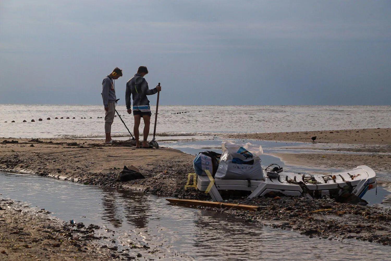 віслюку зливи в Аркадії узбережжі всипане сміттям