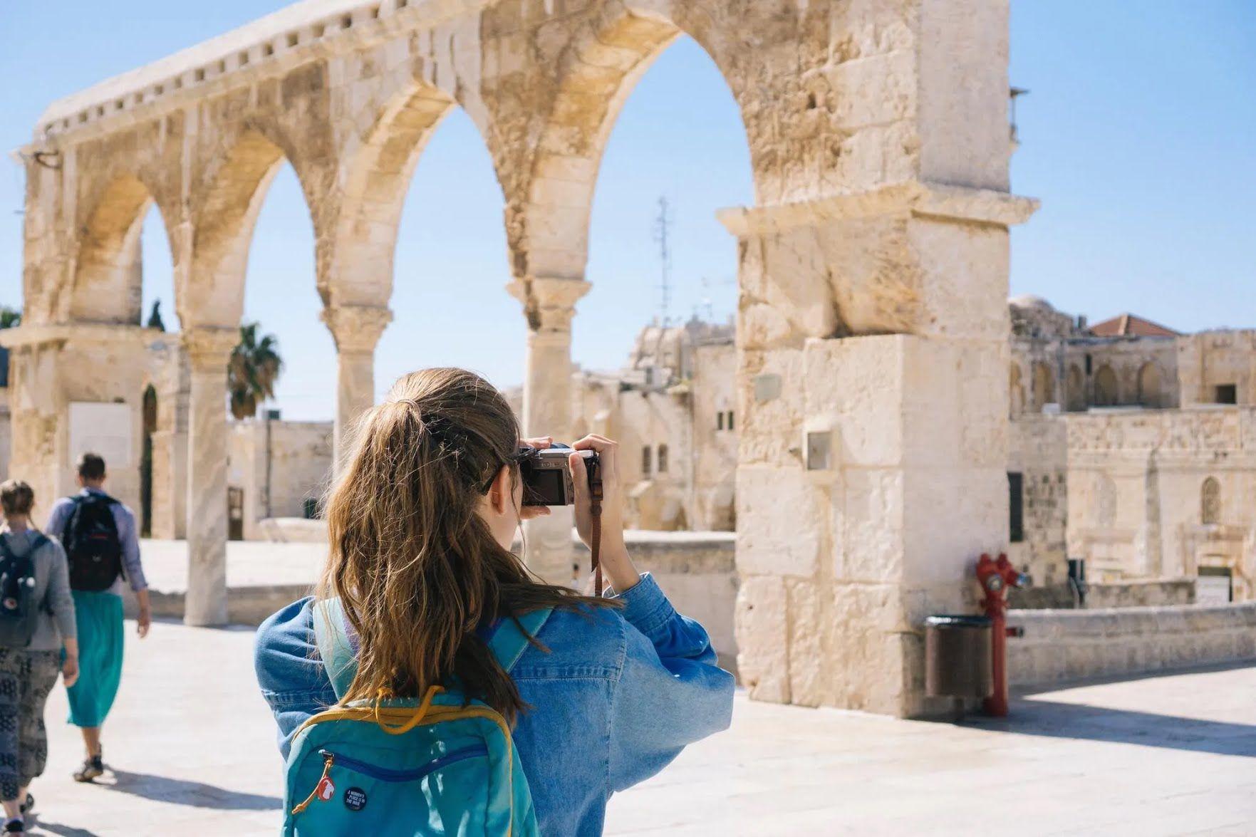 В Ізраїлі, перебуваючи біля святих місць, доведеться прикрити плечі і коліна