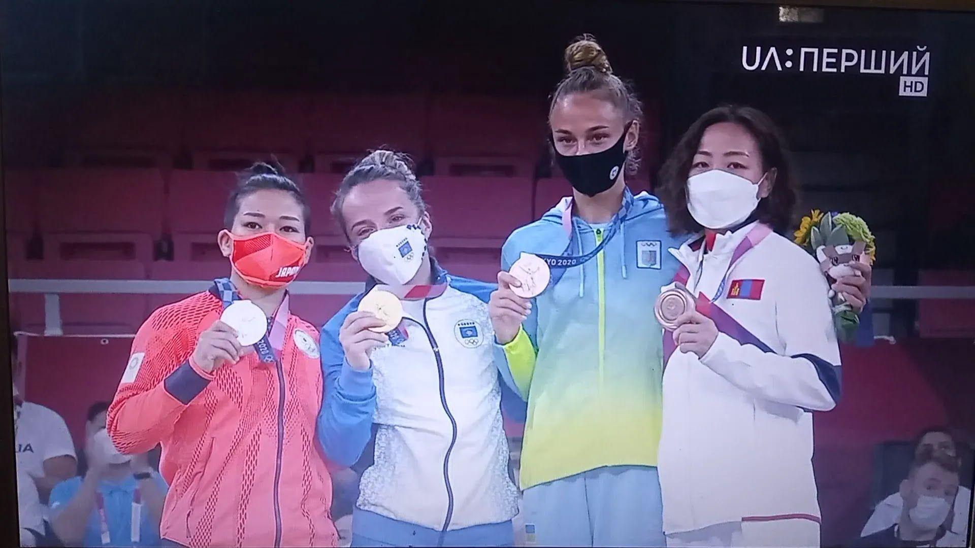 Дарина Білодід з іншими медалістами