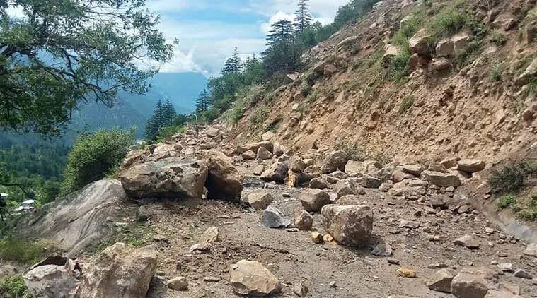Обвалення каменів в Індії