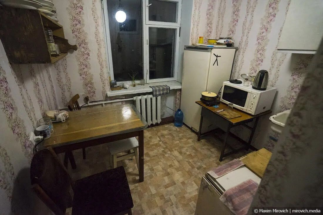 Чорнобильський гуртожиток: майже все кухонне начиння залишилося з доаварійної епохи