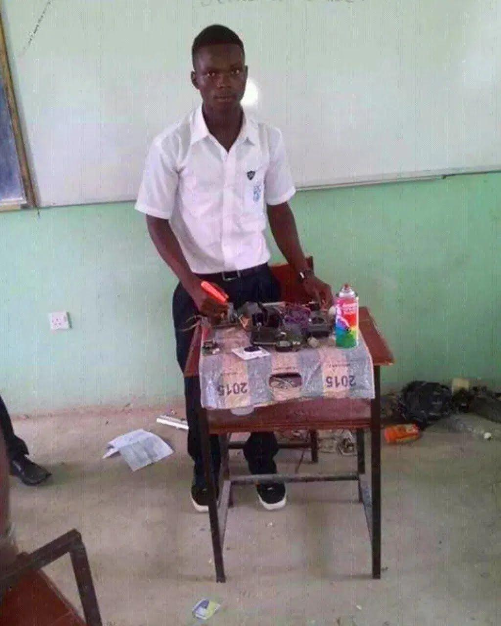 Торонка почав розробку п'єзоелектричного пристрою, коли навчався в університеті