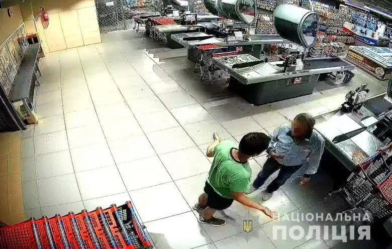 Пострадавшего охранника госпитализировали.