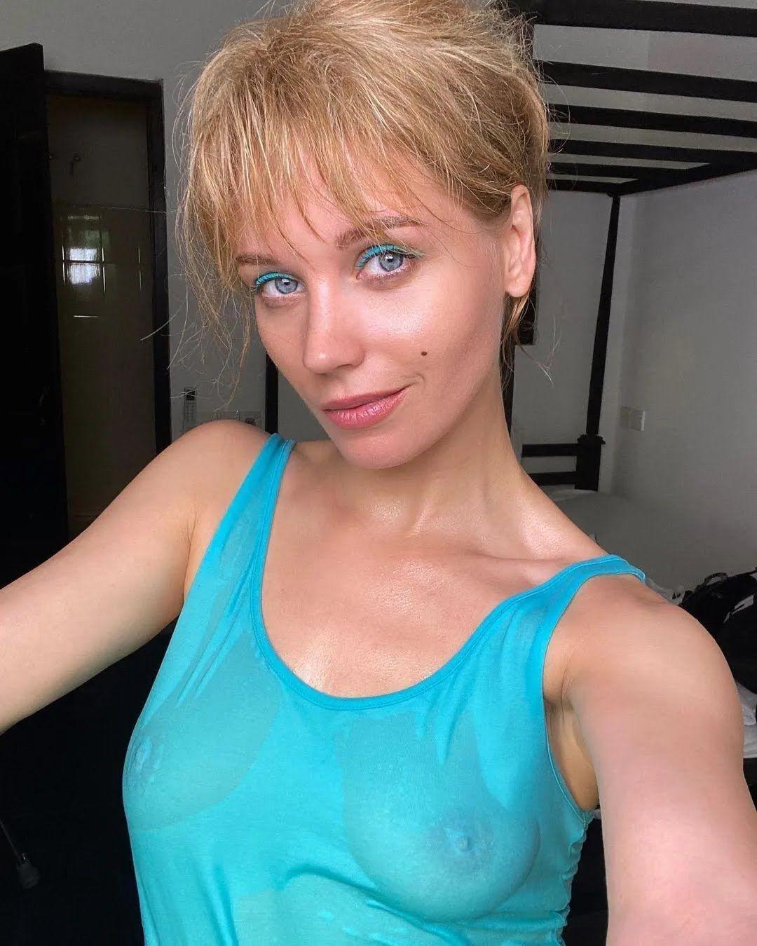 Христина Асмус показала груди в мокрій футболці без білизни
