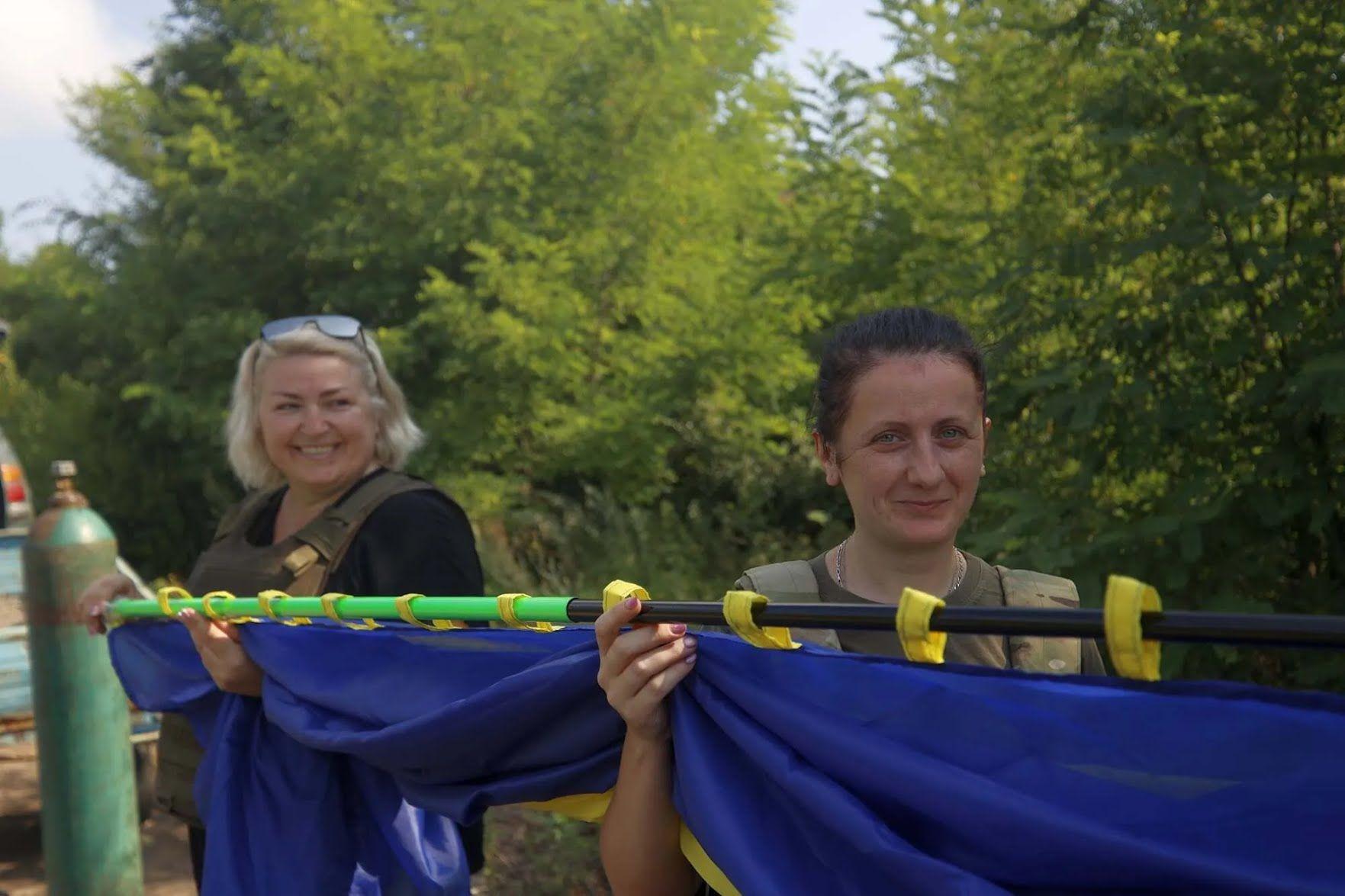 """В сердце """"ДНР"""" отправили огромный флаг Украины. Фото"""