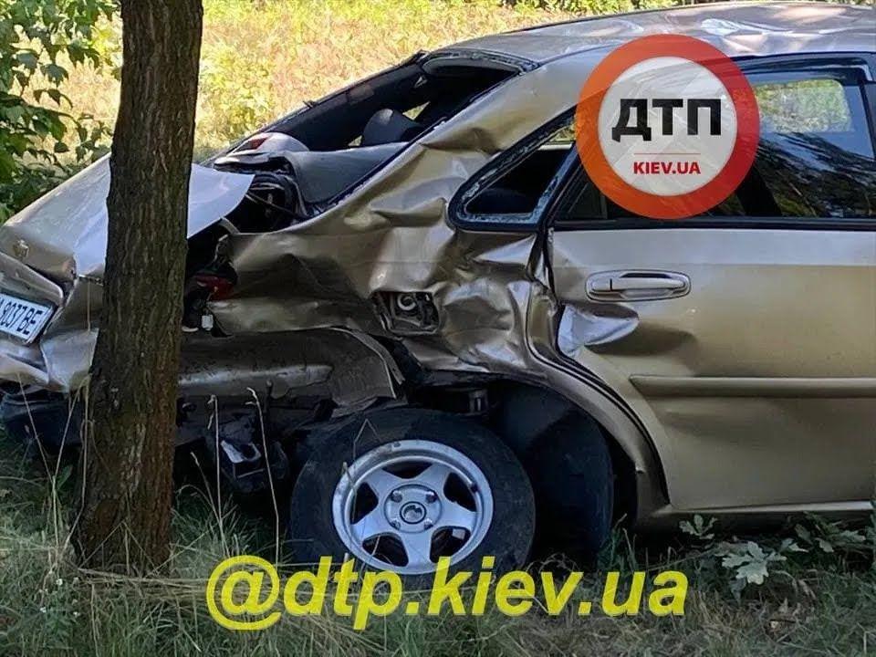 Водій Chevrolet порушив ПДР.