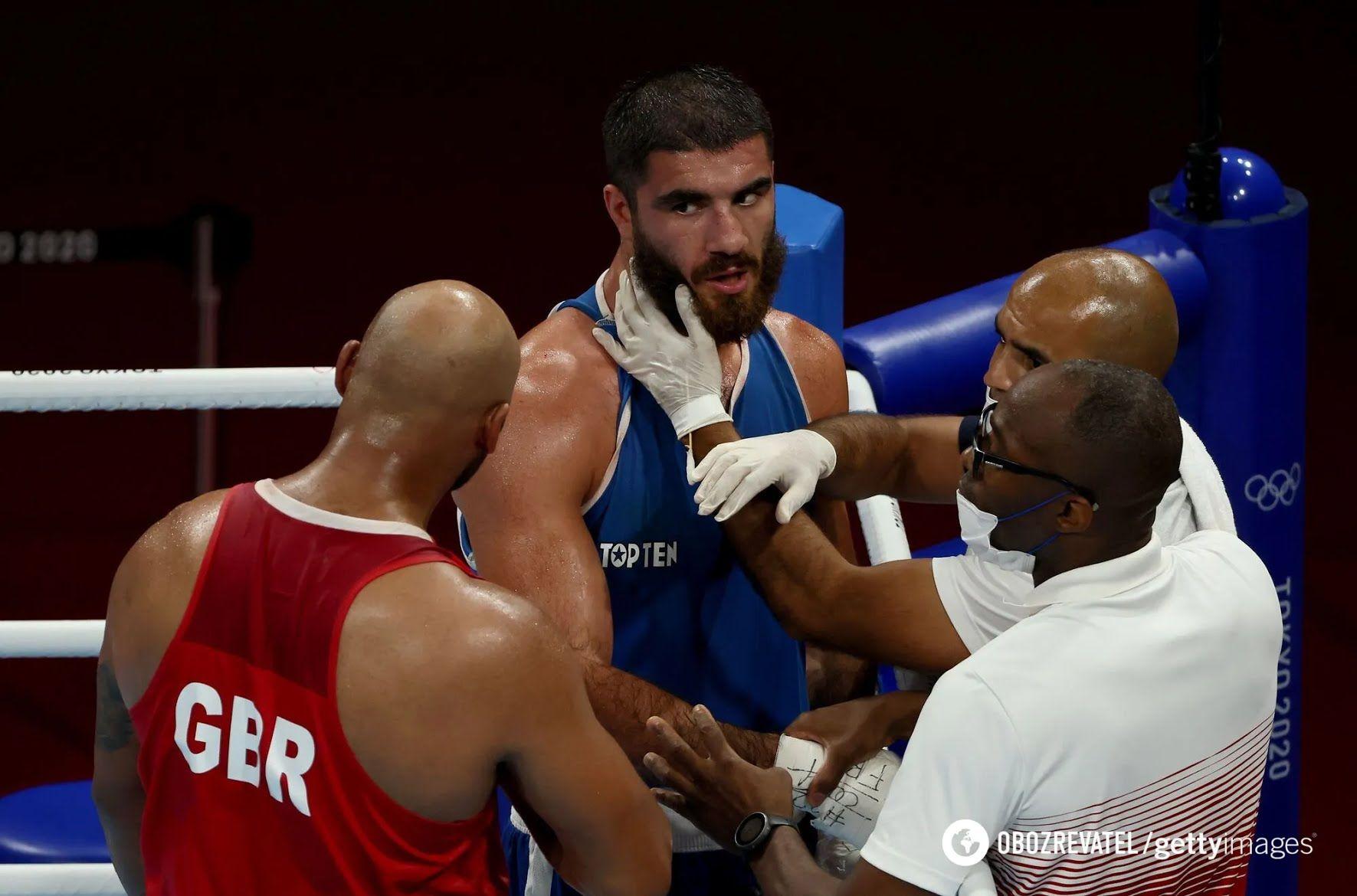 Мурад Алиев (в синем)