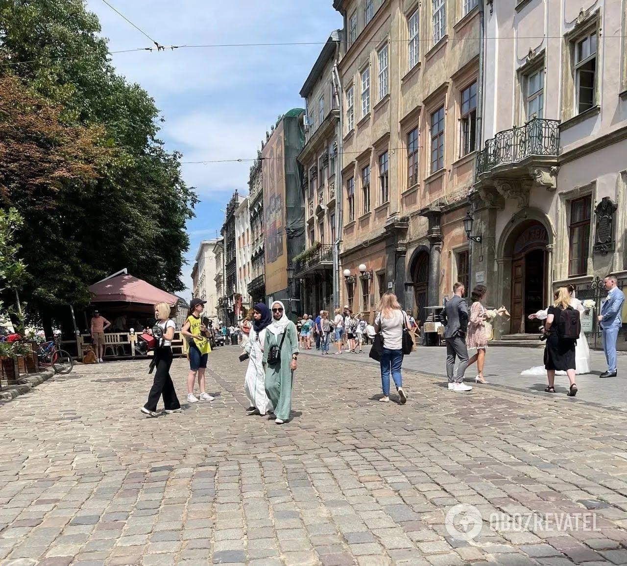 Туристи із Саудівської Аравії відпочивають у Львові