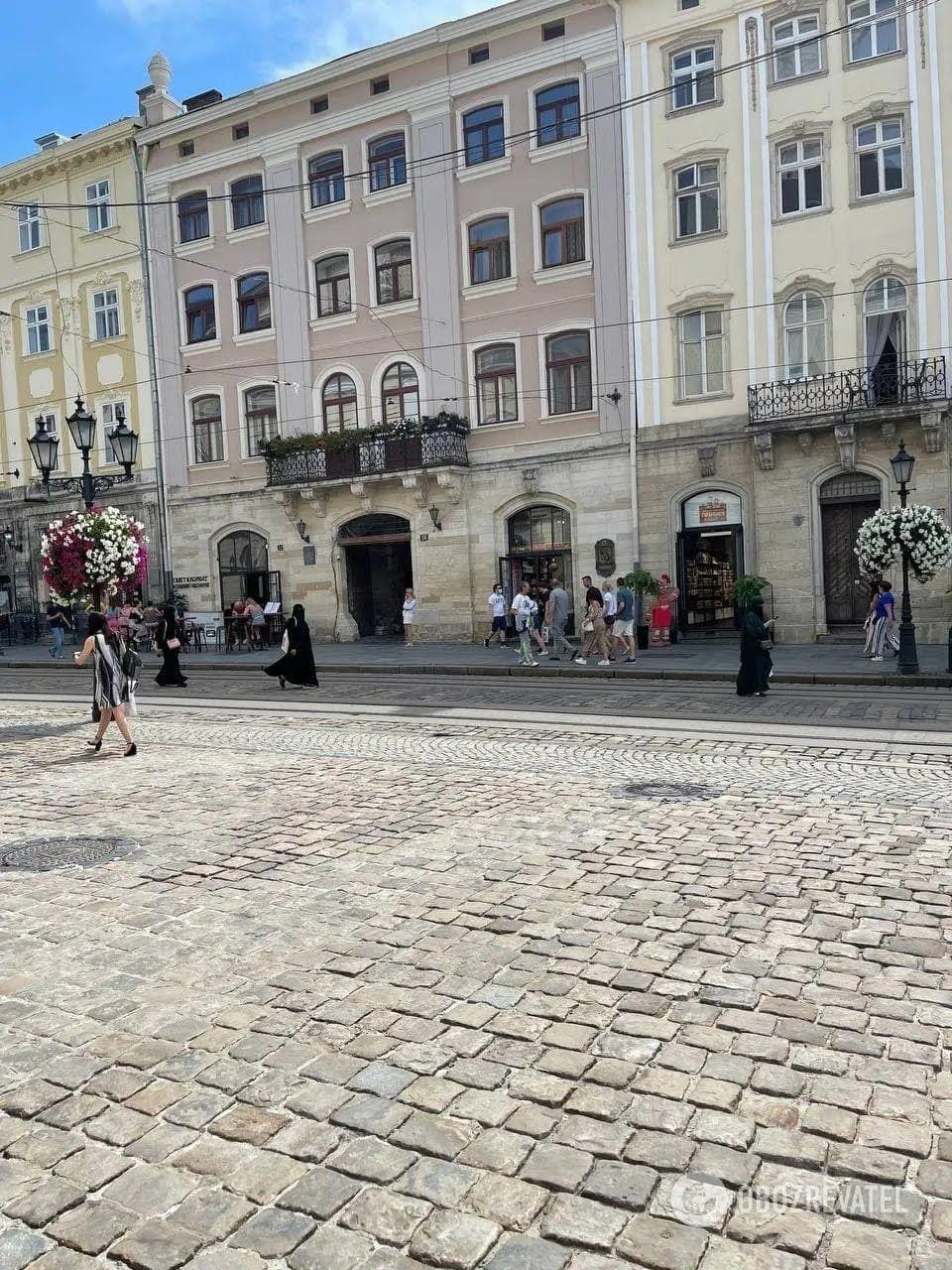Саудівці гуляють по місту Львів