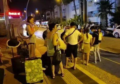Туристи тікають із популярного курорту Туреччини. Відео евакуації