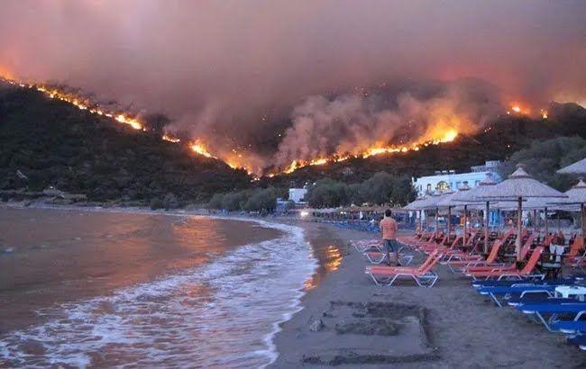 Вид пожарища с родосского пляжа.