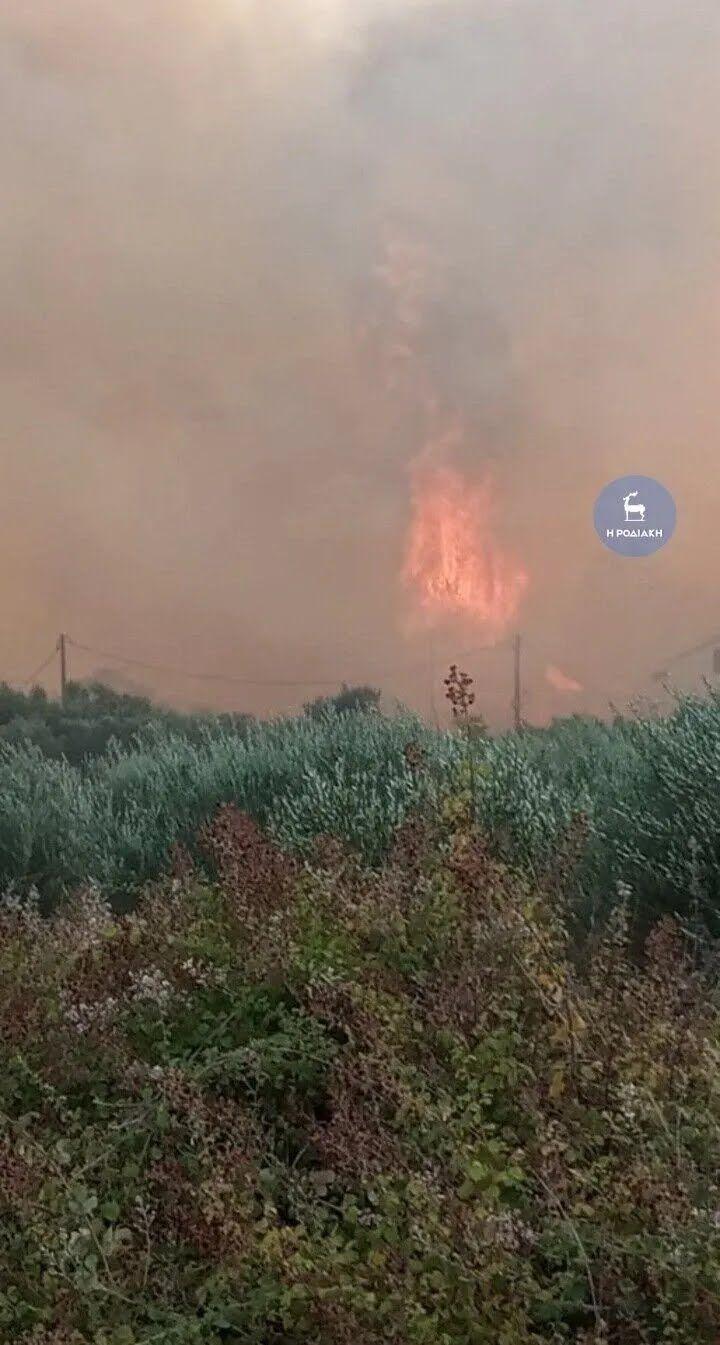 Тушение лесных пожаров в Родосе .
