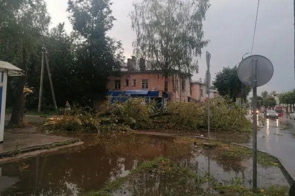 П'ятнадцять осіб отримали травми через ураган в Тверській області.