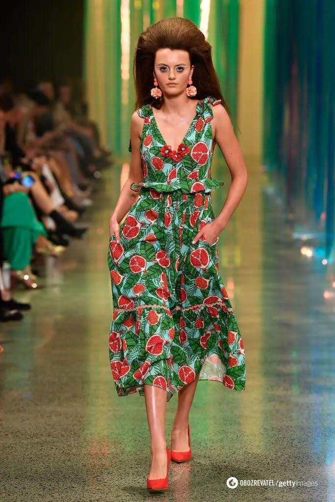 Летнее платье с фруктовым принтом