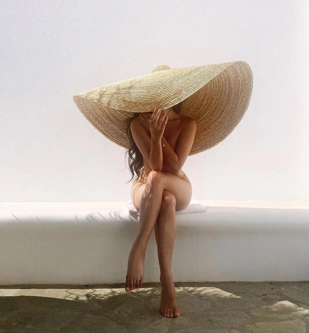 Наталья Барулич без одежды