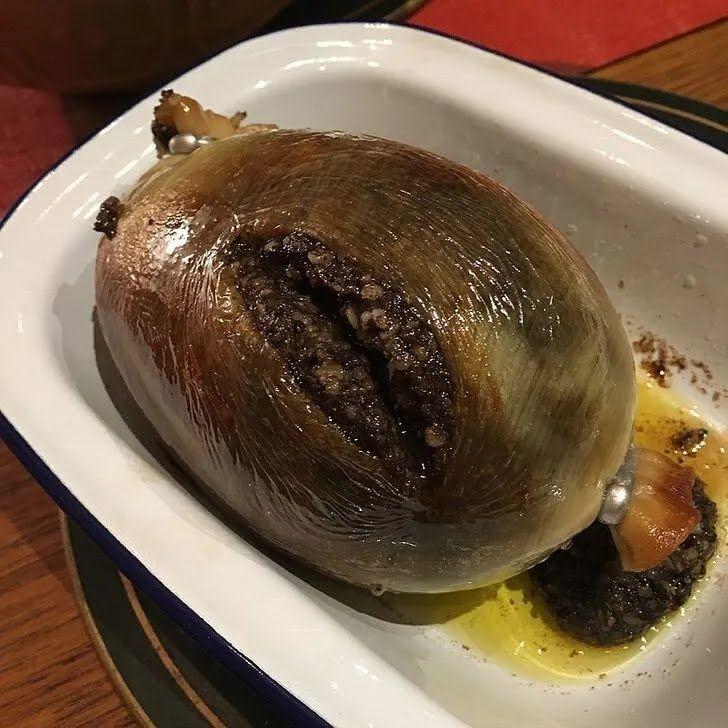 Хаггис – это бараний желудок, фаршированный субпродуктами этого же барана.
