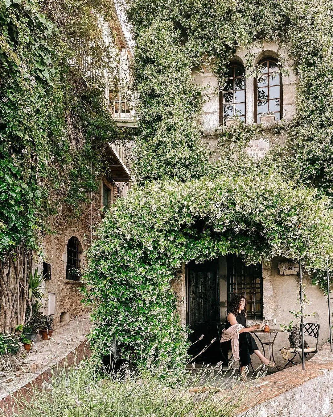 Сен-Поль-де-Ванс – середньовічне містечко у Франції, яке давно перетворилося в галерею мистецтв