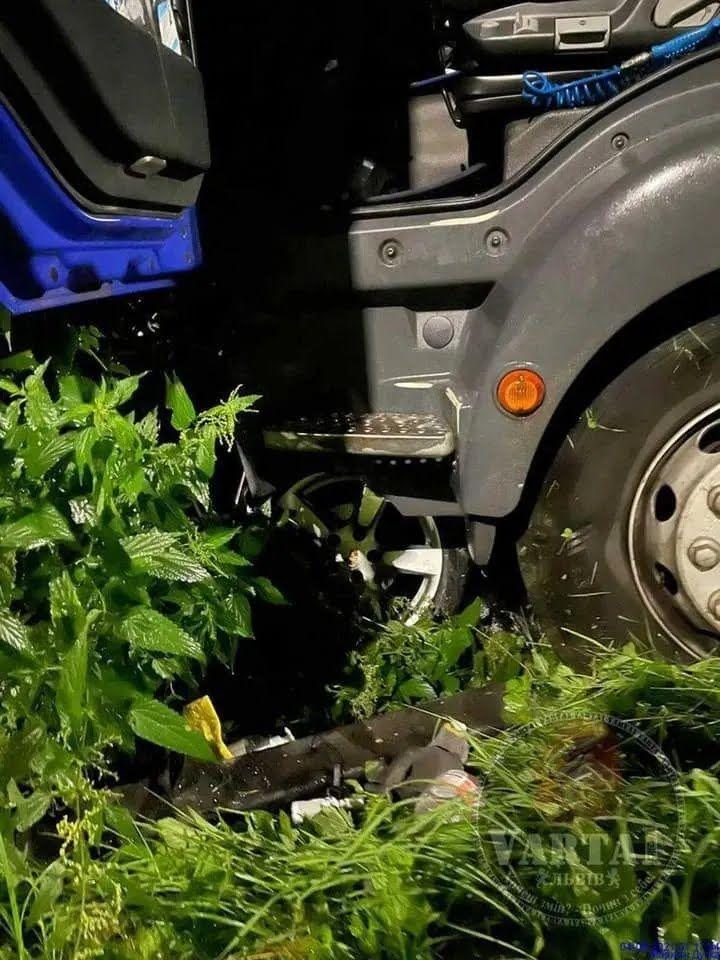 Водитель фуры не пострадал.