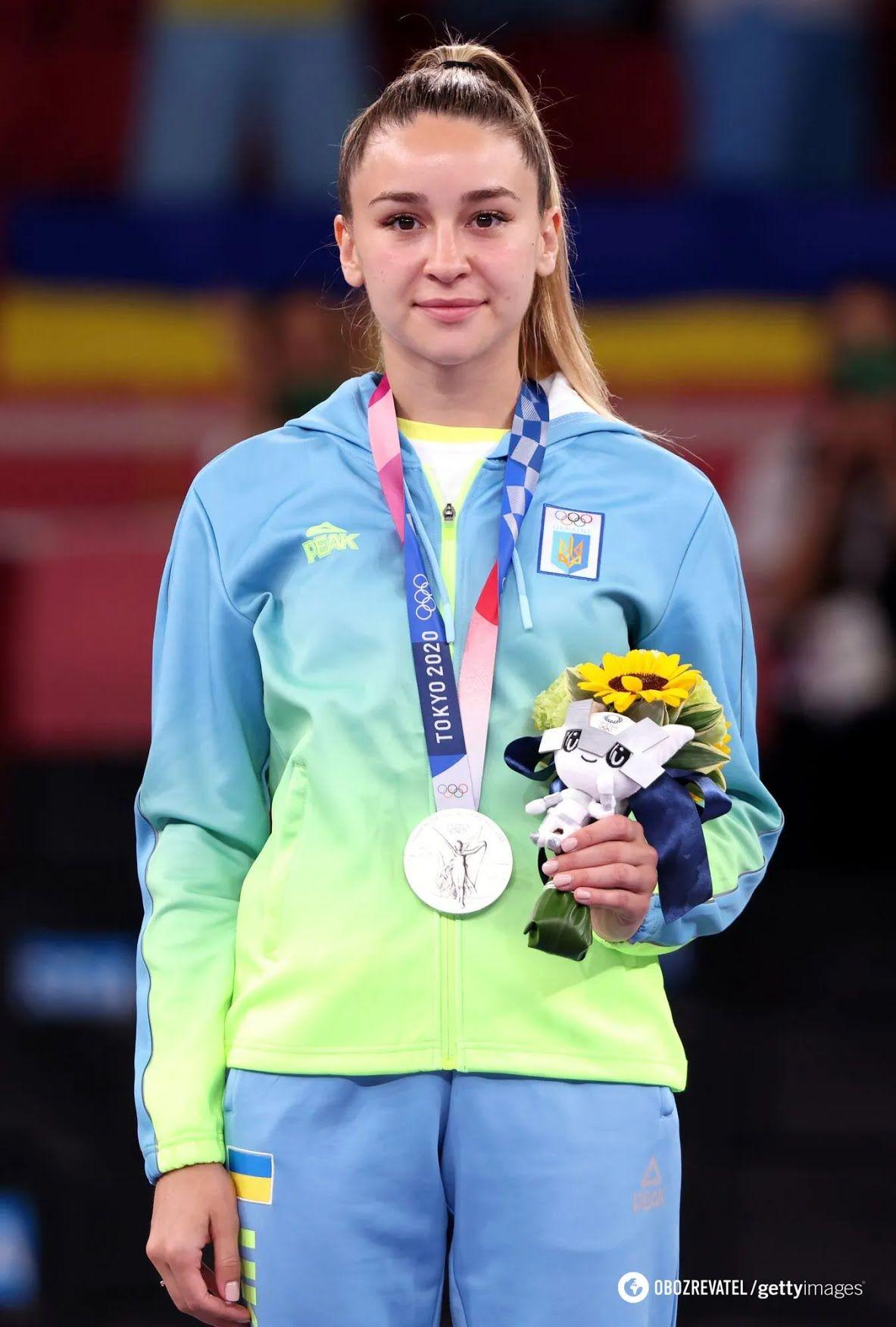 Анжеліка Терлюга з медаллю.