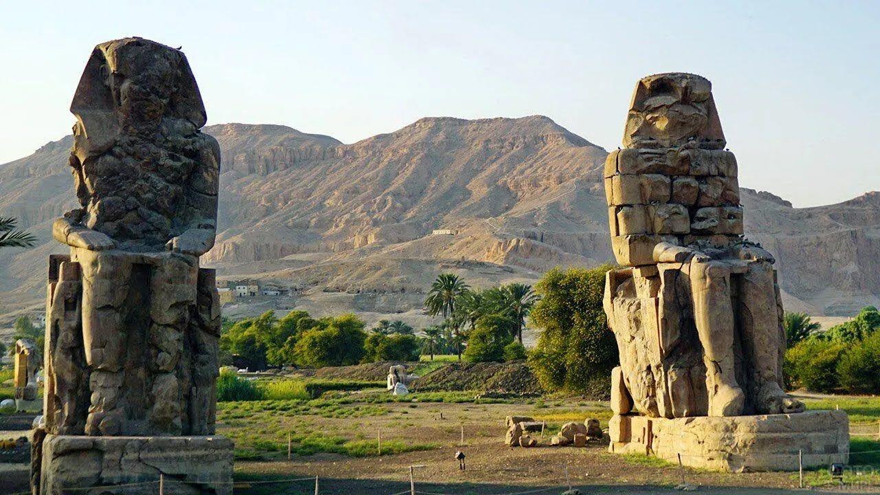 Колоси Мемнона – це дві монументальні кам'яні фігури, що зображують Аменхотепа III