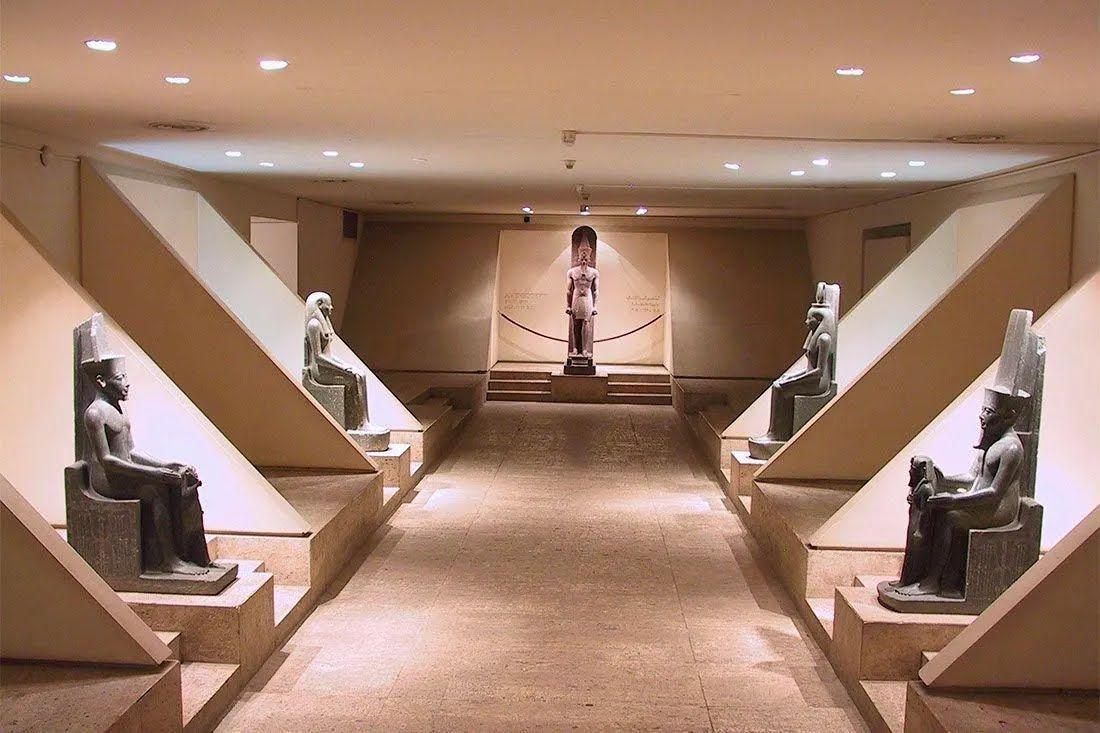 Музей старожитностей розташований на березі Нілу в Луксорі – відомому давньоєгипетському місті