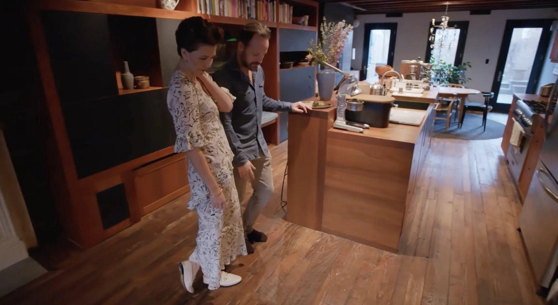 Мэгги Джилленхол с мужем показала кухню.
