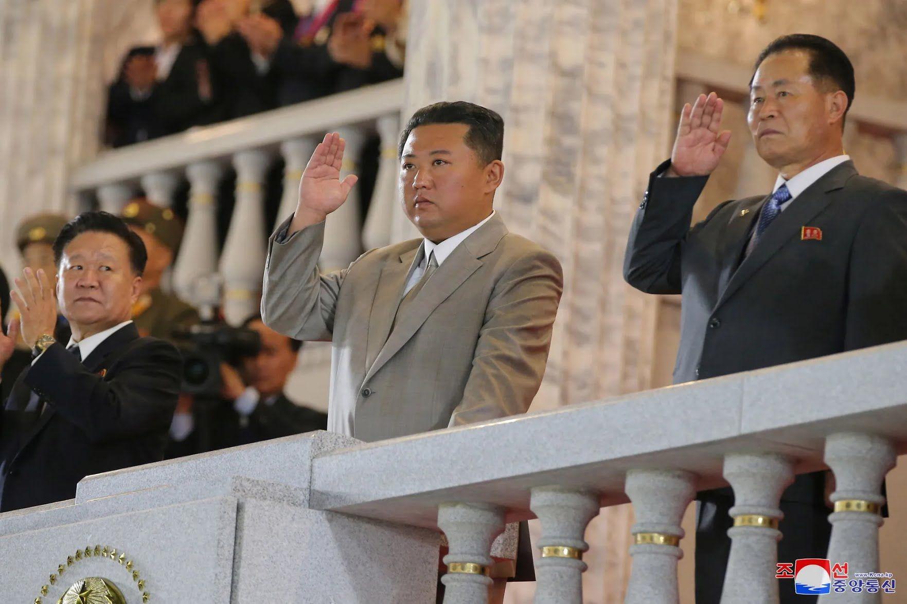 Ким Чен Ын выглядел похудевшим.