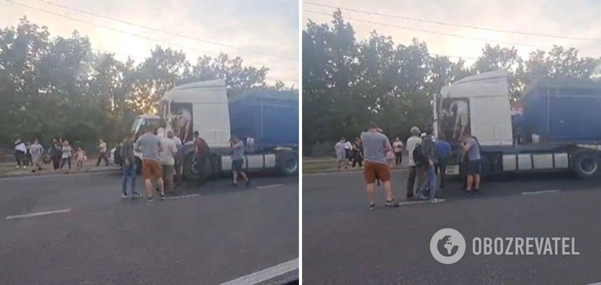 Пассажиры маршрутки взялись избивать водителя DAF