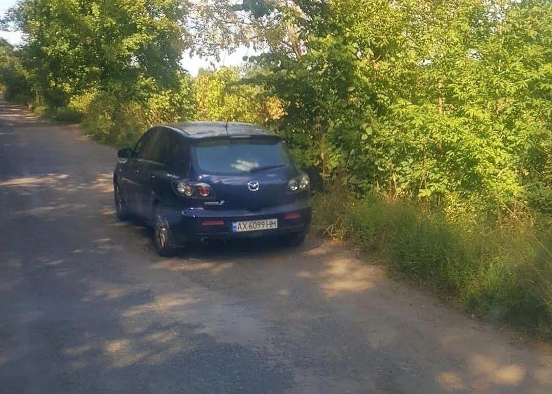 """Машина """"MAZDA"""" ДНЗ АХ 6099 НМ, на якій Соляник приїхала в село"""