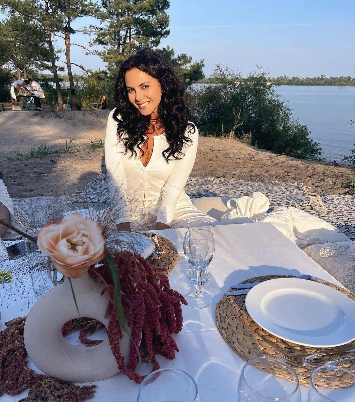 Настя Каменських на пікніку у Катерини Осадчої.