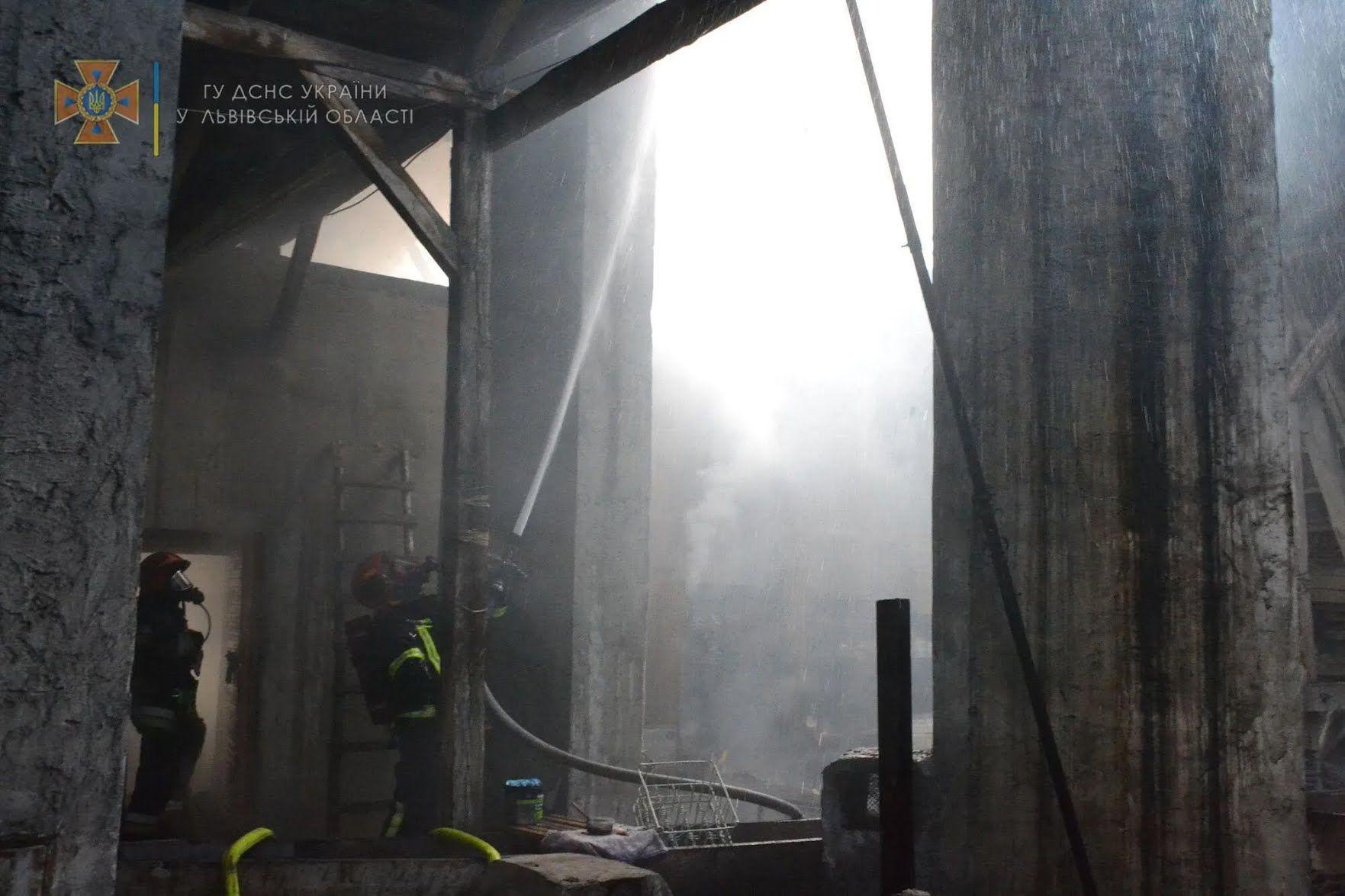 Рятувальники проникли в приміщення