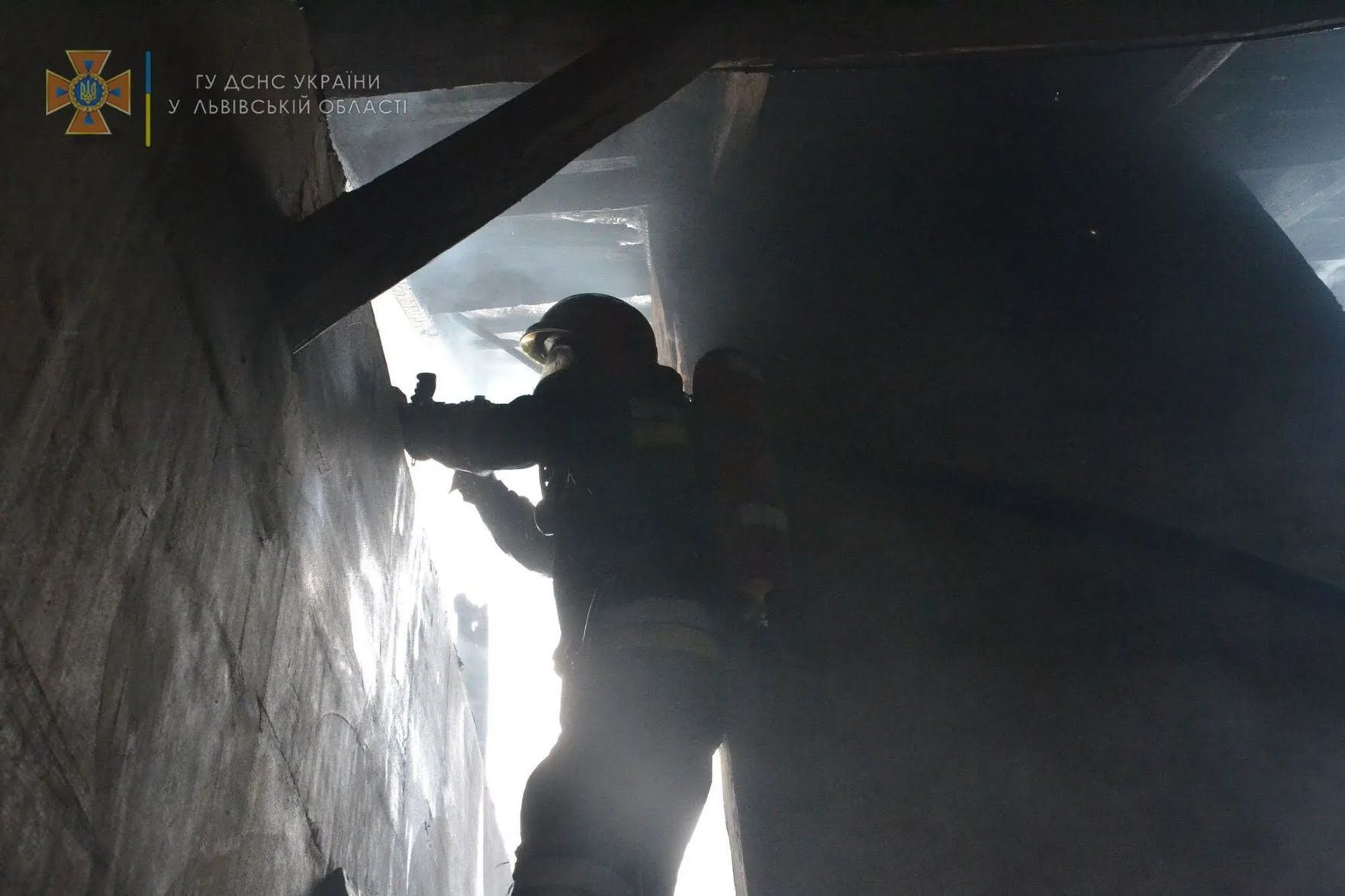 Рятувальники проникли в приміщення, де сталася пожежа