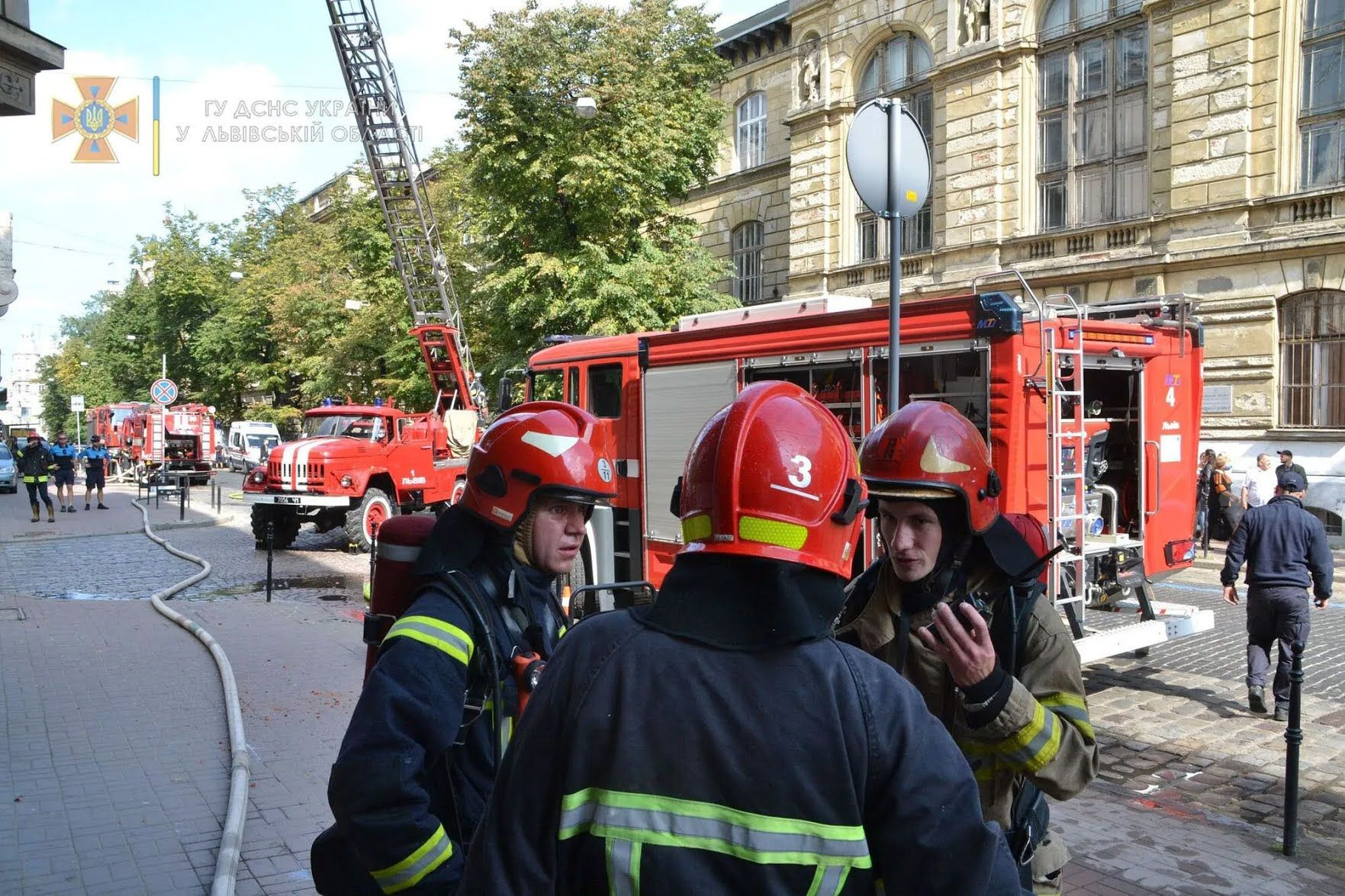 Пожежні на місці НП