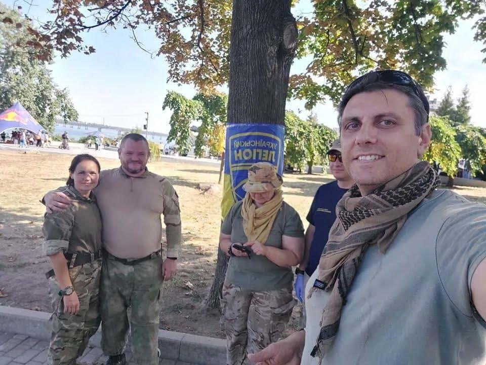 Олексій Кавлак (крайній справа)