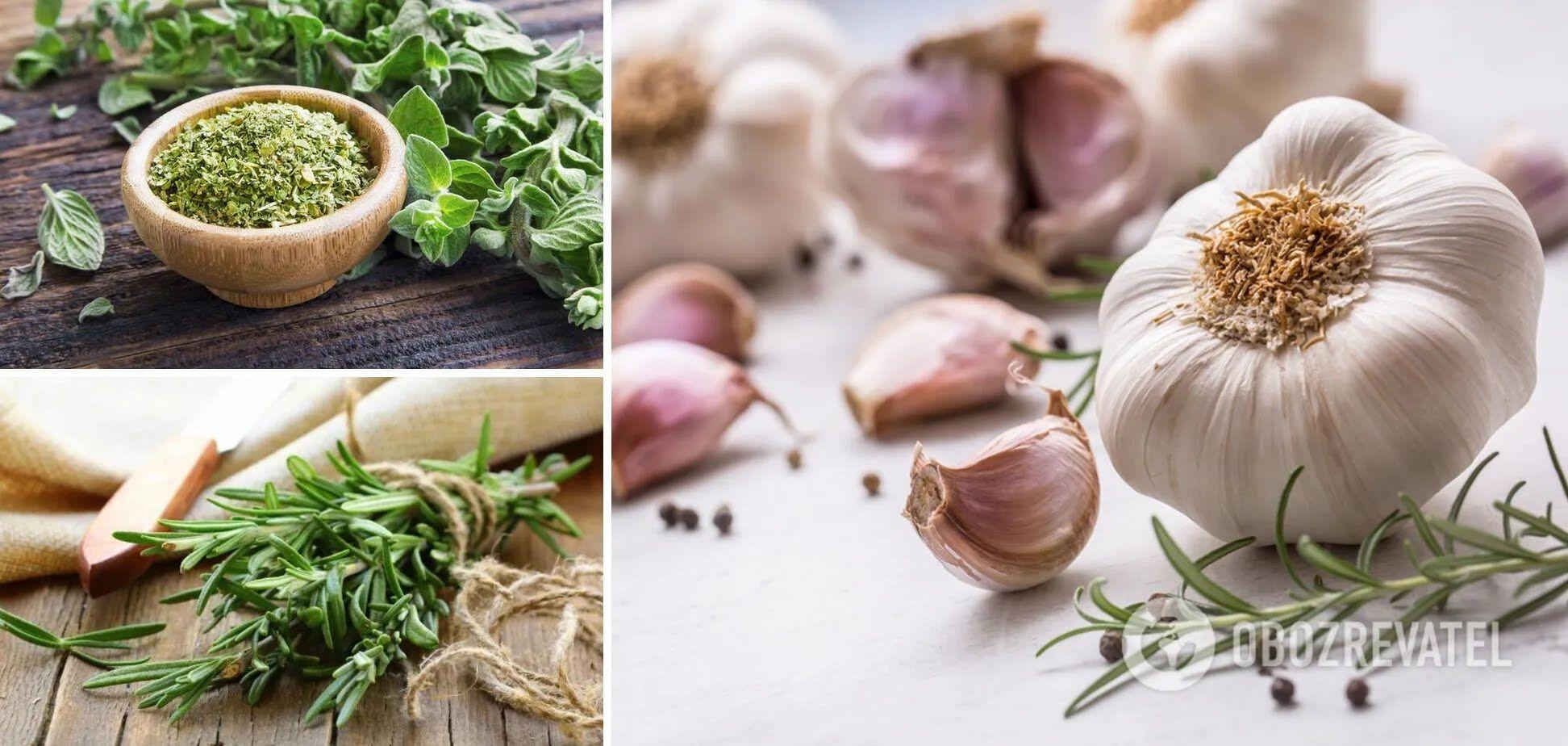 Розмарин, часник та сухий орегано – інгредієнти для сливової закуски