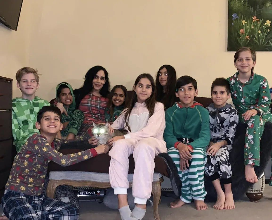 Нади Сулеман с семьей.