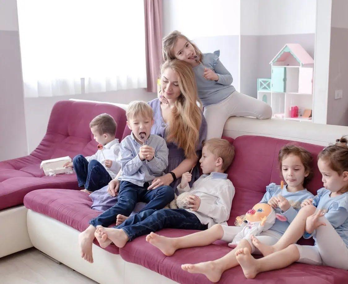 Оксана является мамой шестерых детей.
