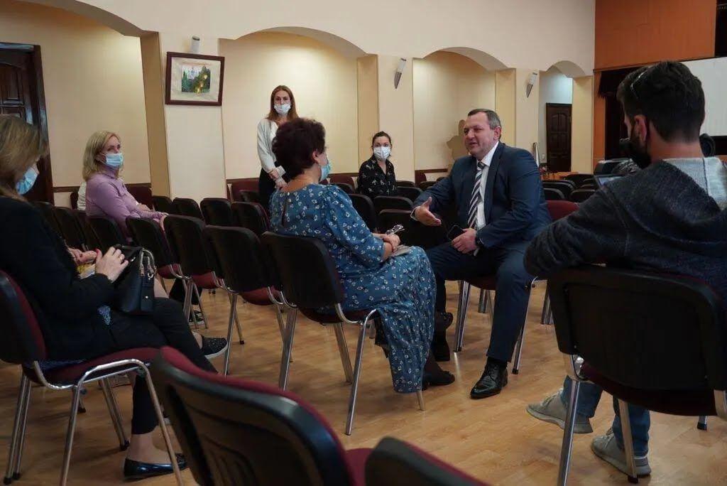 Глава ОГА на встрече с педагогами.