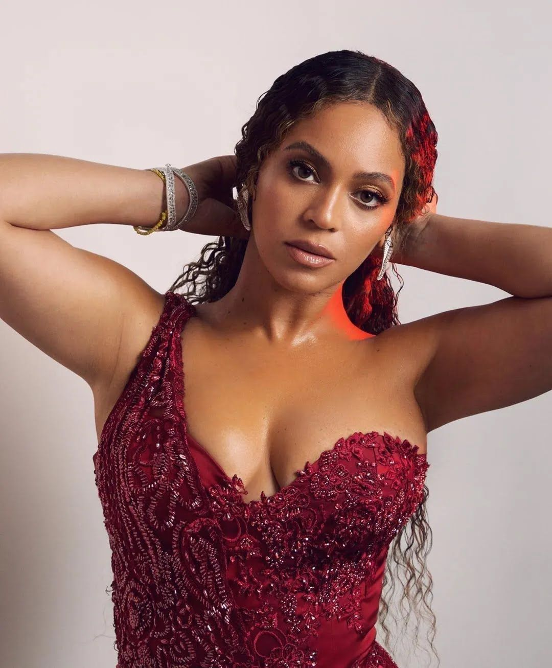 Бейонсе отримала популярність у кінці 1990-х років як лідерка гурту Destiny's Child