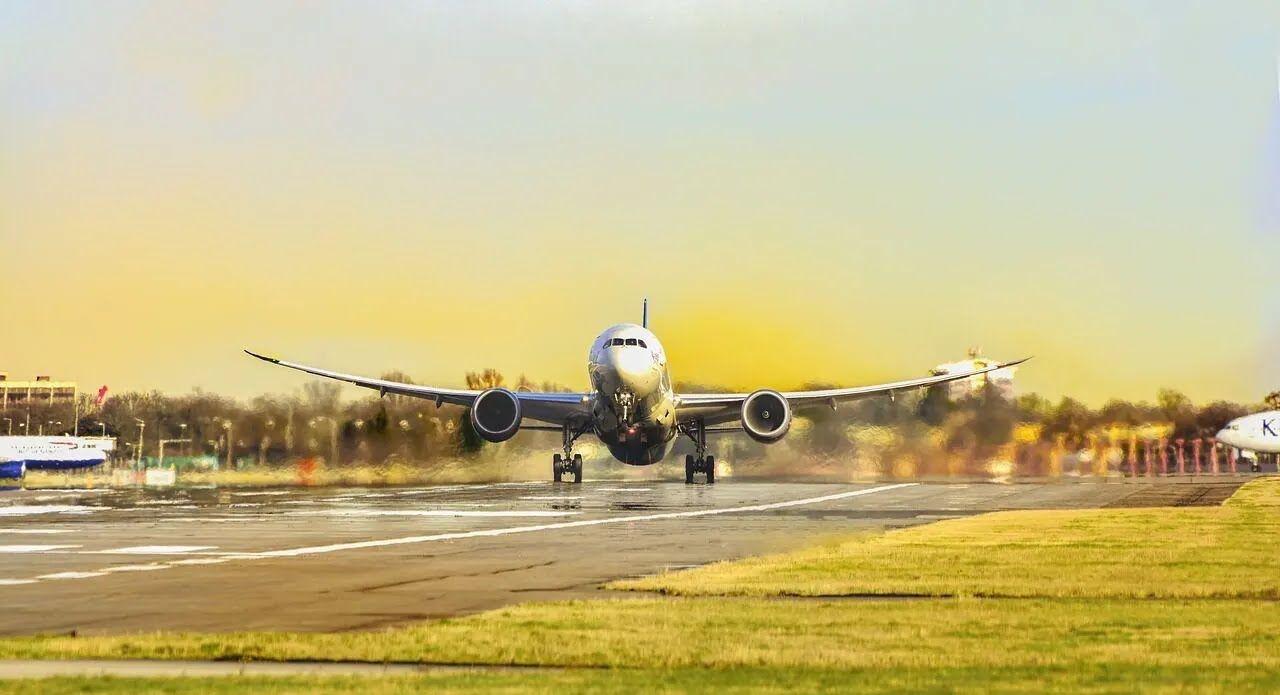 Во время взлета и посадки не стоит вставать с места.