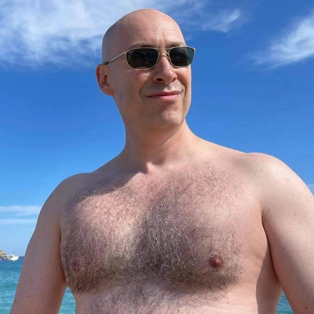 Дмитрий Гордон показал голый торс